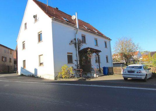 Von Kuhn Immobilien verkaufte Doppelhaushälfte in Burkardroth