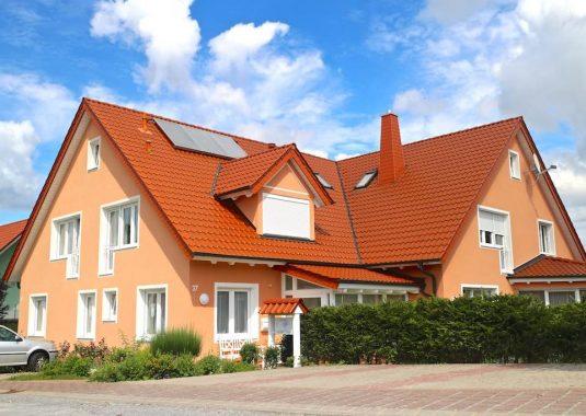 Von Kuhn Immobilien verkauftes Einfamilienhaus mit Arztpraxis in Oerlenbach