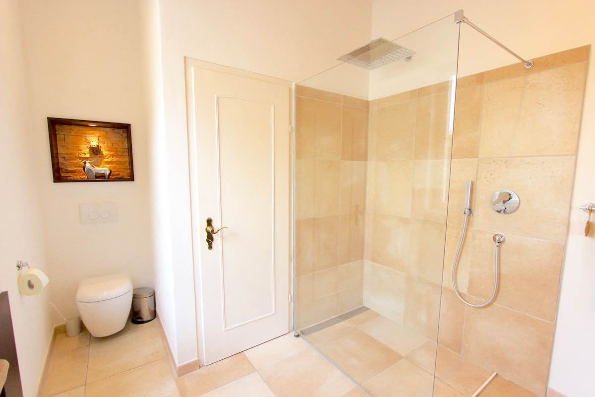 Kuhn Immobilien EG Bad mit Groer Dusche