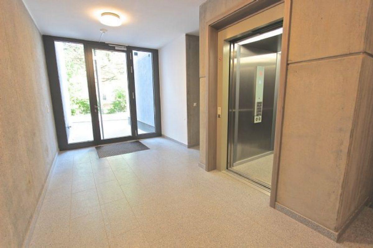 Zugang zum Aufzug - Kuhn Immobilien Bad Kissingen