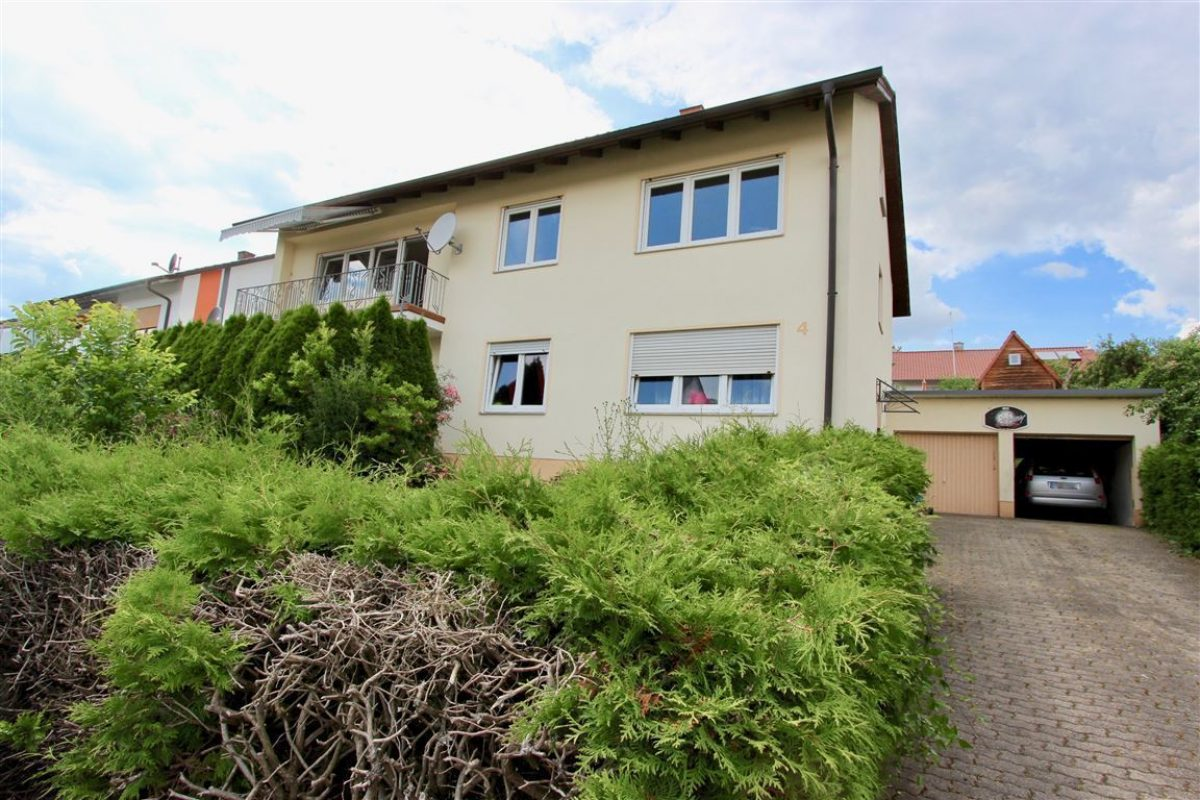 Ansicht mit Garage - Kuhn Immobilien Bad Kissingen