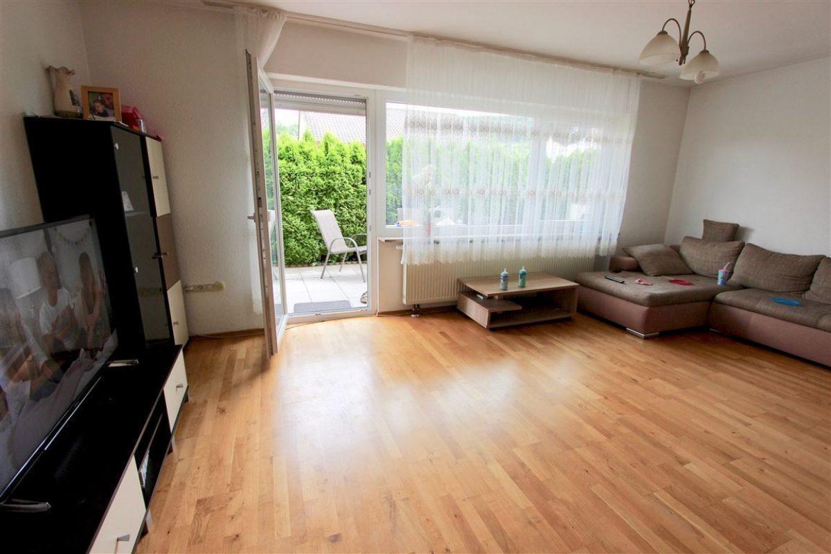EG Wohnzimmer mit Terrasse - Kuhn Immobilien Bad Kissingen