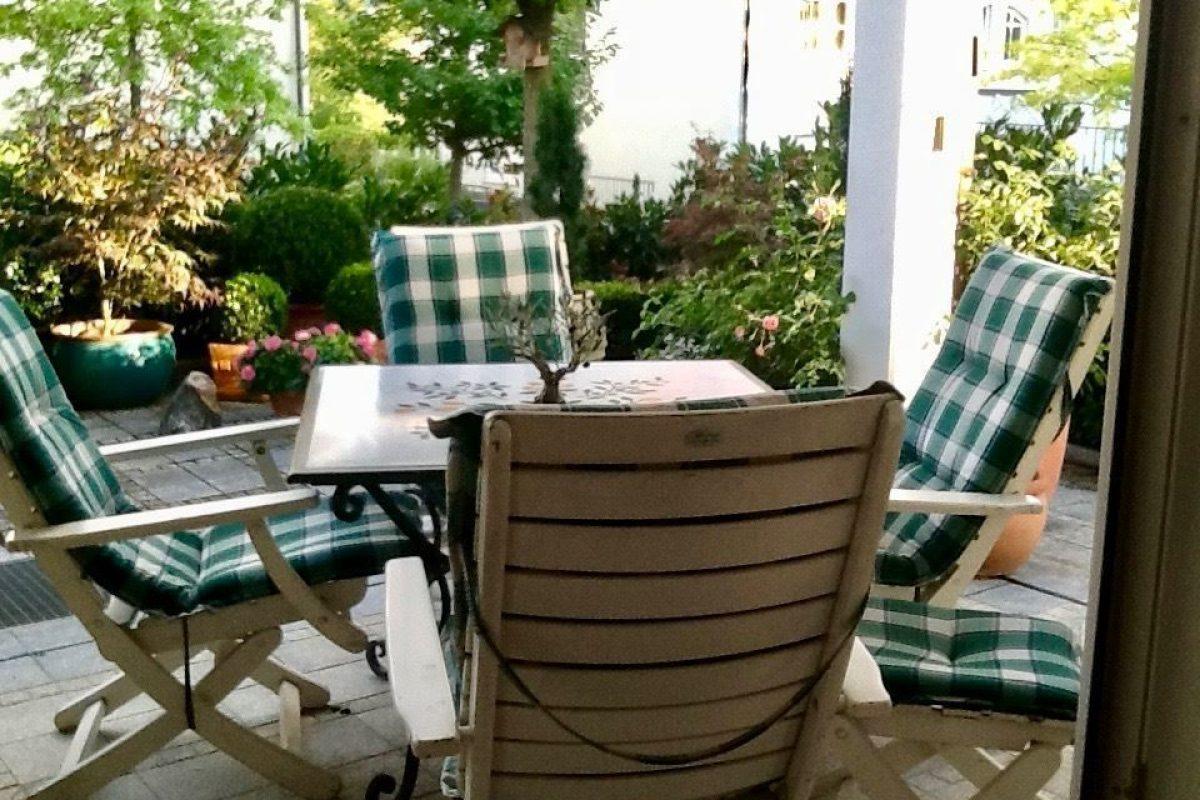 Gartenterrasse Sommer - Kuhn Immobilien Bad Kissingen