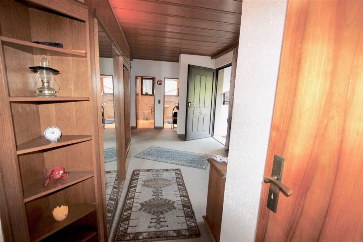 EG: Blick in die Diele - Kuhn Immobilien Bad Kissingen