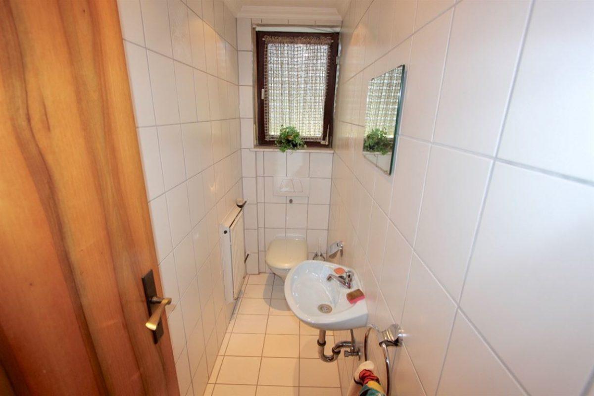 EG:Gäste WC, Fenster - Kuhn Immobilien Bad Kissingen