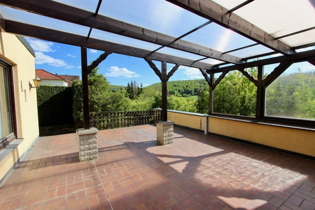 Terrasse mit Zugang zum - Kuhn Immobilien Bad Kissingen