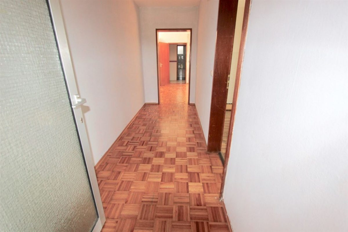 UG: Wohnungseingang - Kuhn Immobilien Bad Kissingen