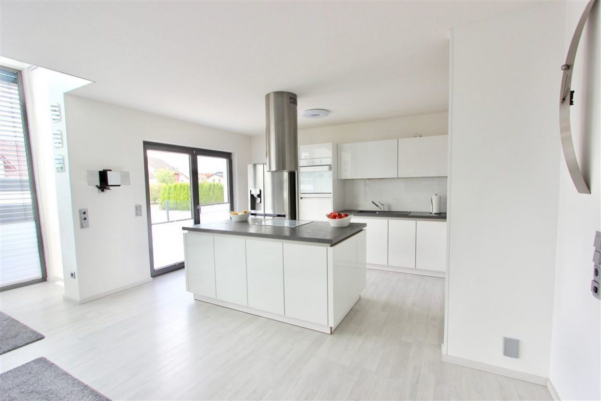 Nolte Küche mit Glasfronten - Kuhn Immobilien Bad Kissingen