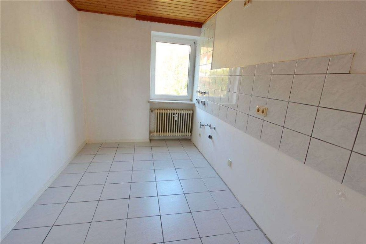 Küche mit Fenster - Kuhn Immobilien Bad Kissingen