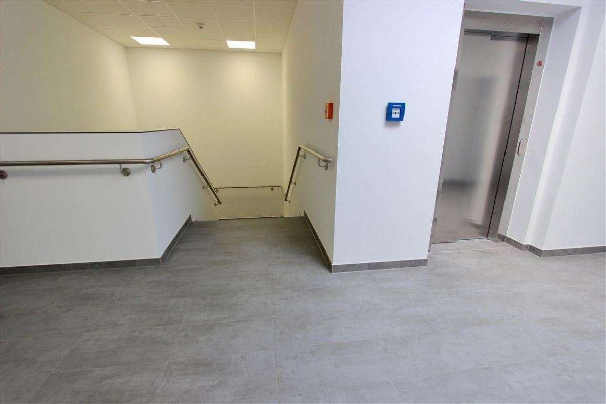 Treppenhaus/Aufzug - Kuhn Immobilien Bad Kissingen