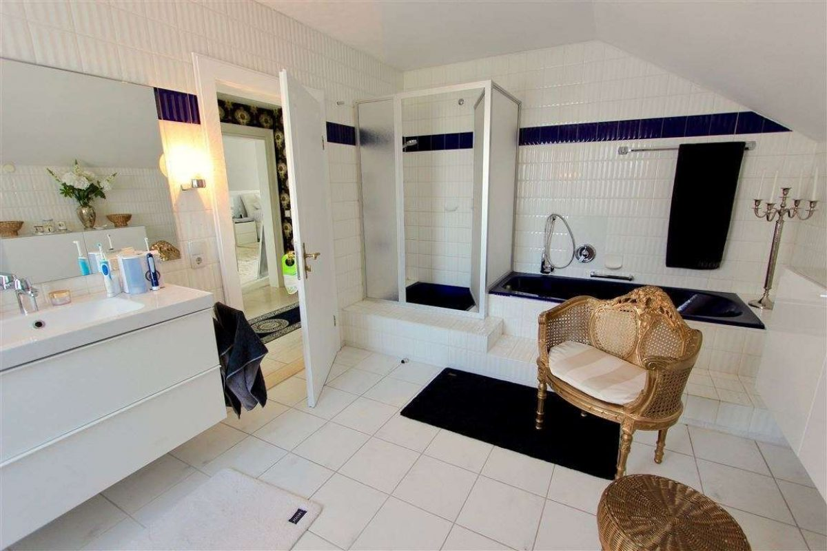 Bad mit Dusche - Kuhn Immobilien Bad Kissingen