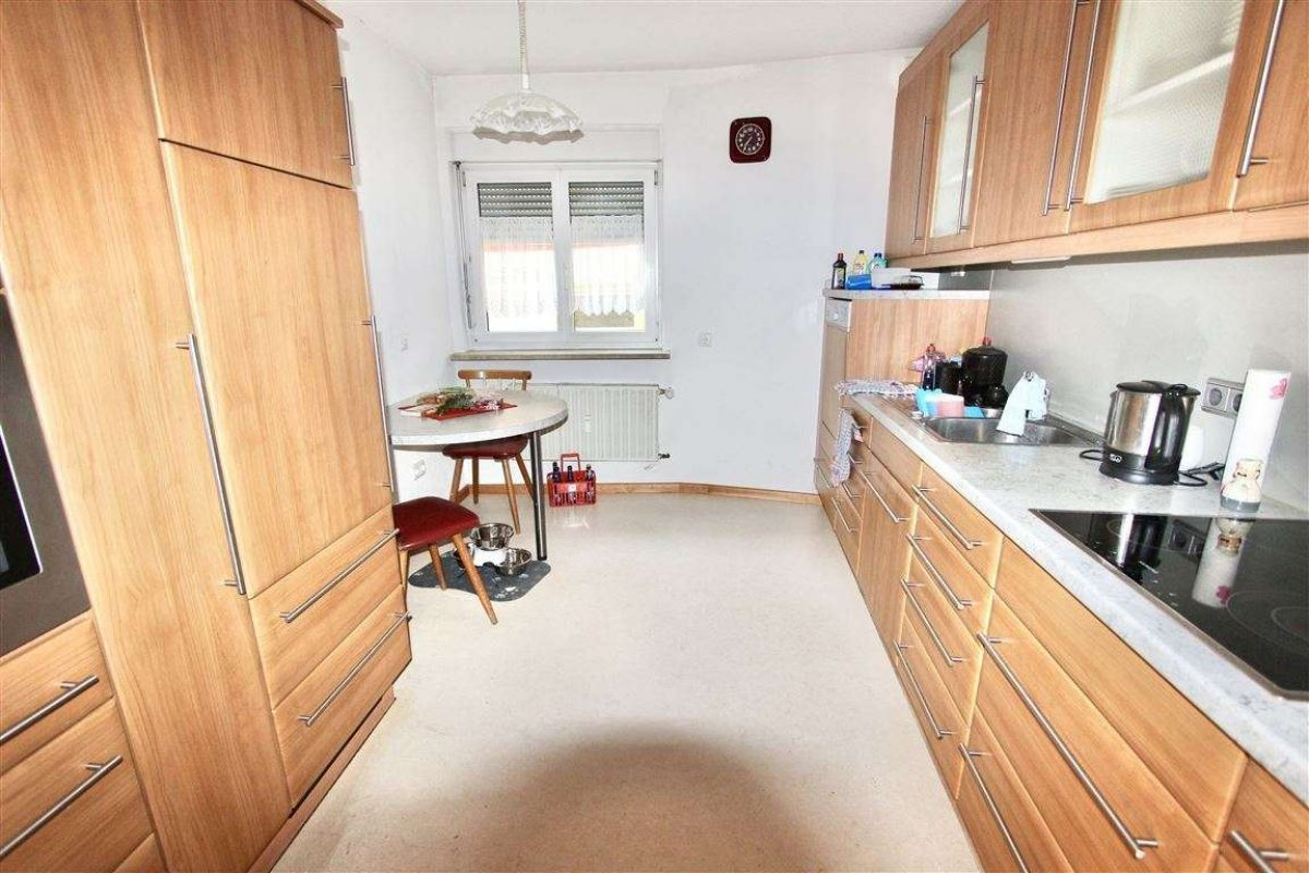 Küche mit hochwertiger EBK - Kuhn Immobilien Bad Kissingen