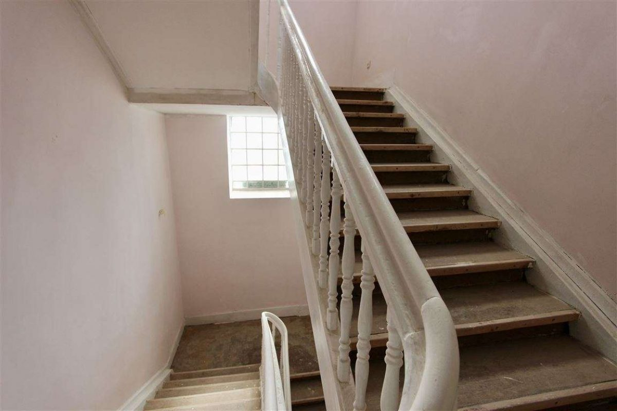 Treppe 1.OG-2.OG - Kuhn Immobilien Bad Kissingen