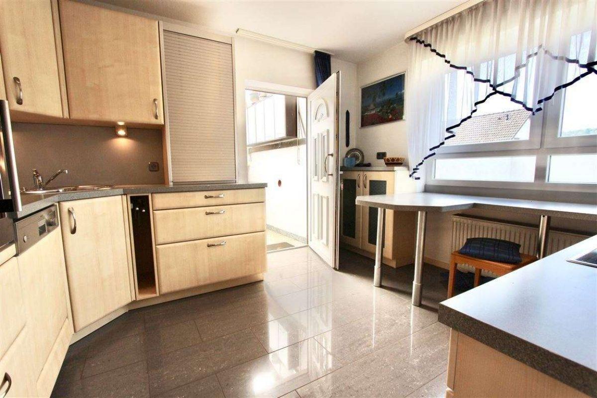 UG/Küche mit Zugang ins Freie - Kuhn Immobilien Bad Kissingen