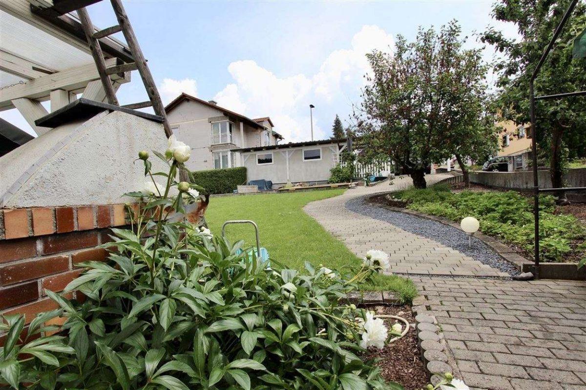 Zugang Carport - Kuhn Immobilien Bad Kissingen